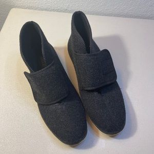 FOAMTREADS Charcoal Gray Wool Slippers Size 10